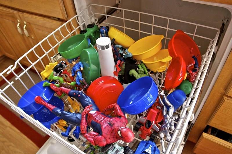 15 неожиданных предметов, которые стоит засунуть в посудомоечную машину!