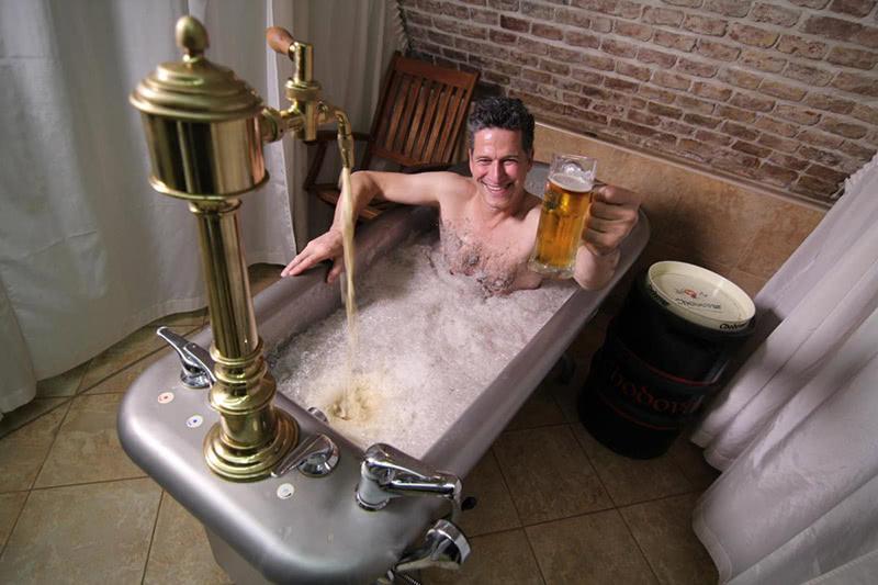 7 совершенно небанальных способов использовать пиво в быту.