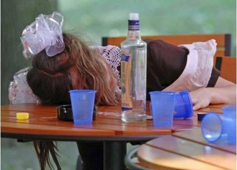 Академик Углов: «Нет такого органа у человека, который бы не страдал от приема спиртных напитков».