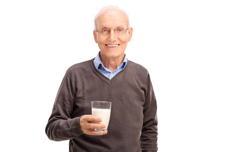 Диетолог объяснил: «Употребление молока взрослыми людьми приводит к смерти от…»