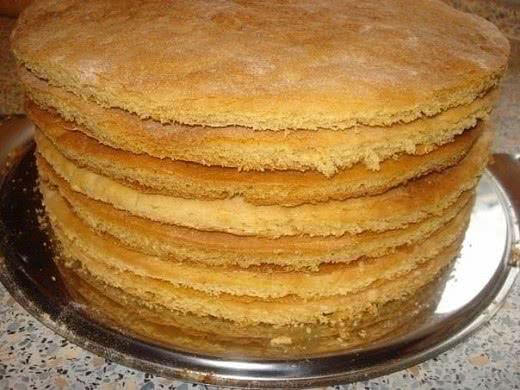 Для всех любителей домашних десертов: рецепт быстрого приготовления коржей.