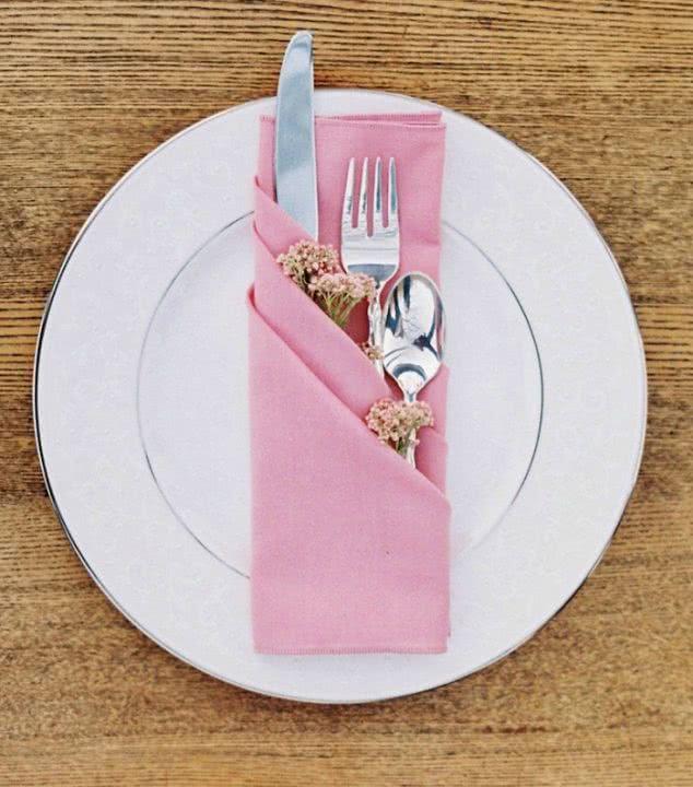 Эта мастерица знает, как превратить даже обычный прием пищи в незабываемый праздничный ужин. Восторг!