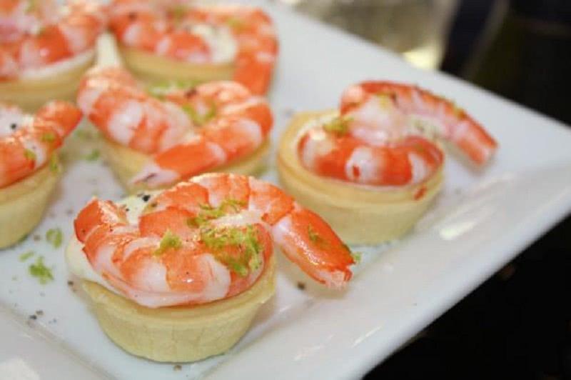 Гости сперва налетают именно на эти блюда. Приготовь 5 самых вкусных закусок к Новому году, ай хороши!