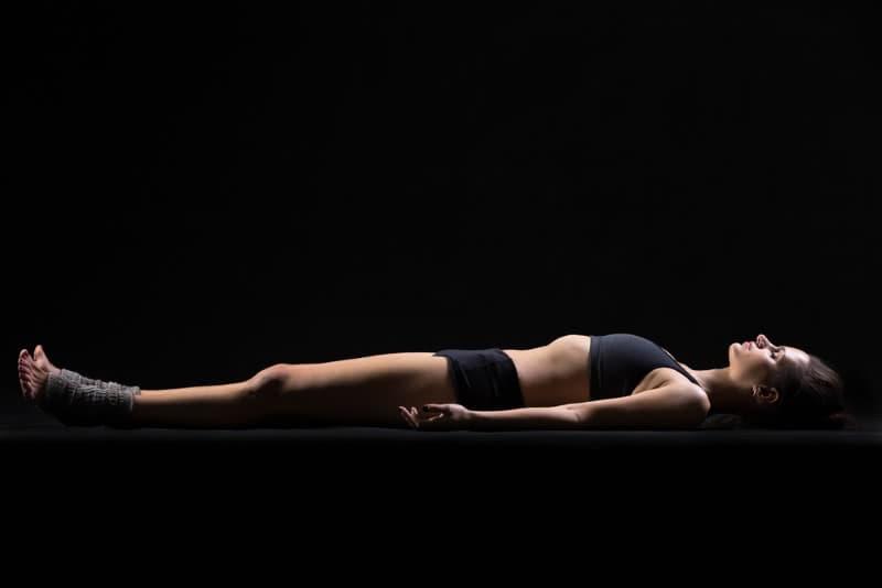 Из 75 лет жизни человек спит примерно 25! Положение тела во сне влияет на всё.