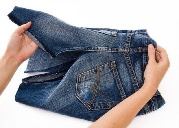 Из старых джинсов получится отличная юбка. Эта идея заслуживает внимания!