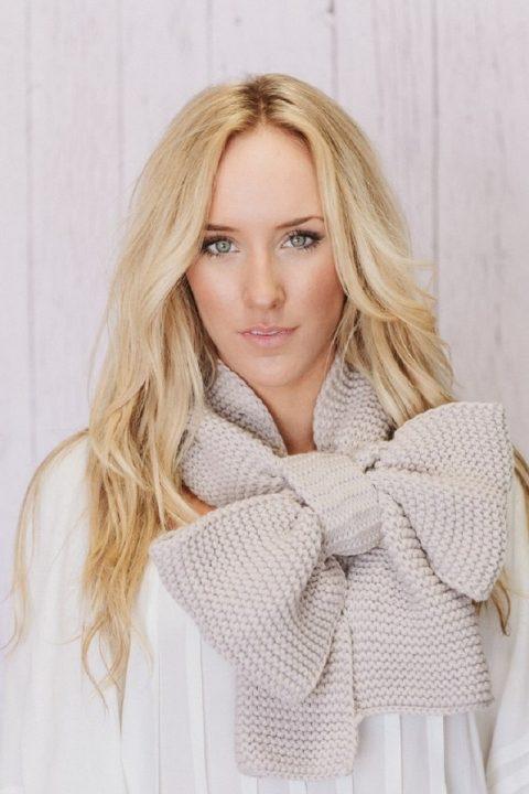Как красиво носить шарф: 9 модных идей для твоего гардероба!