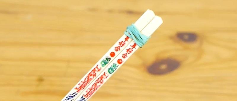 Как научиться есть палочками? Этот простой способ поможет решить твою проблему!