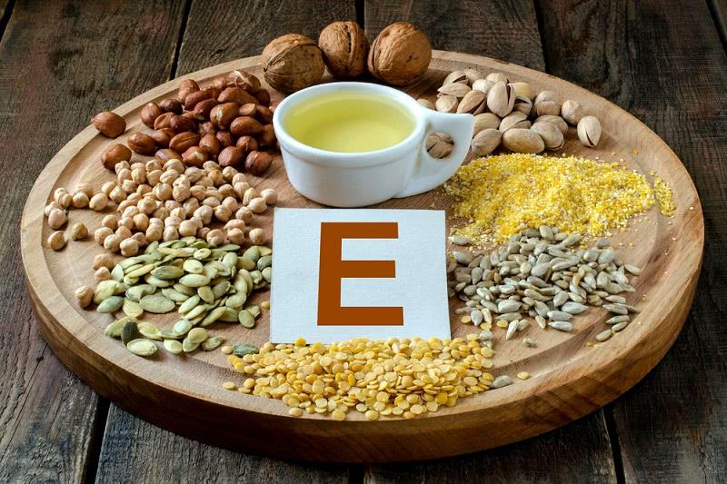 Кожа резко начала стареть? Стала применять витамин Е правильно, результат удивил всех подруг.