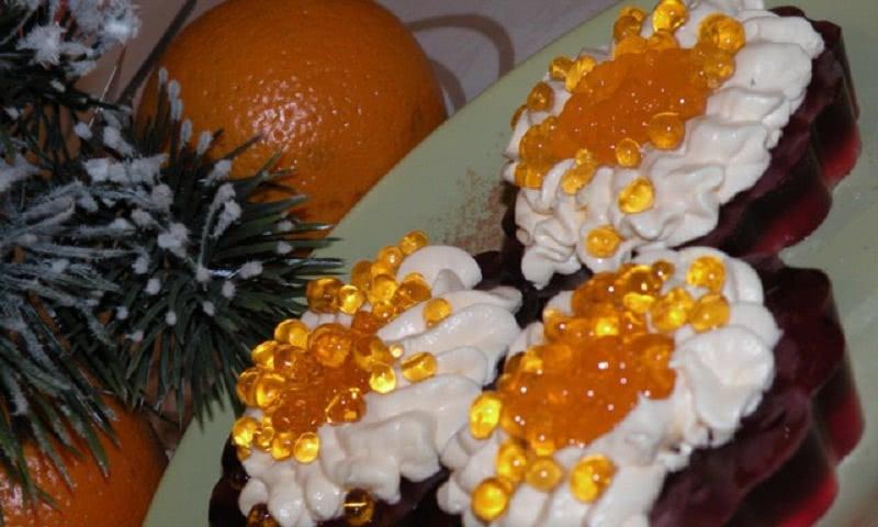 Красная, вкусная, заморская… Вот только это не совсем икра, а необычный праздничный десерт!