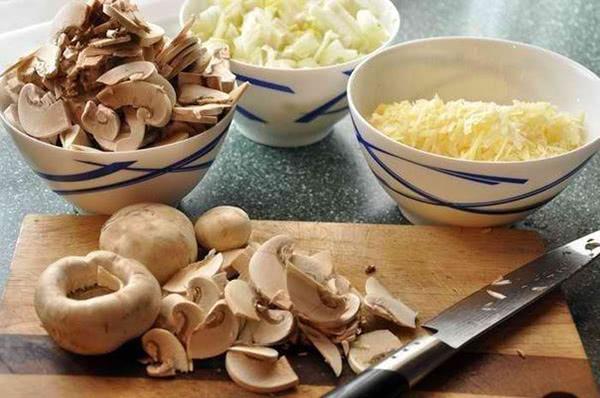 Крутая альтернатива обычным котлетам – сочный и ароматный грибной жюльен!