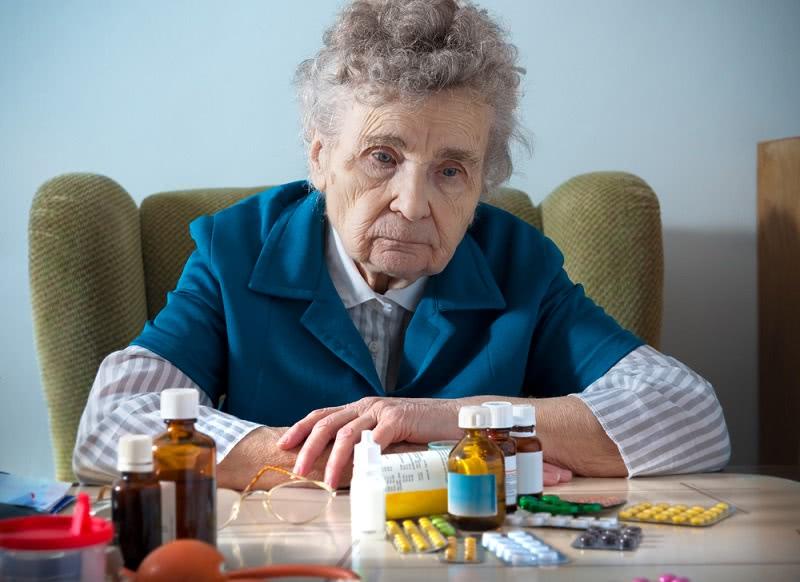 Она овдовела в 65 лет… Искала способ умереть, но вот что вернуло ее к жизни!