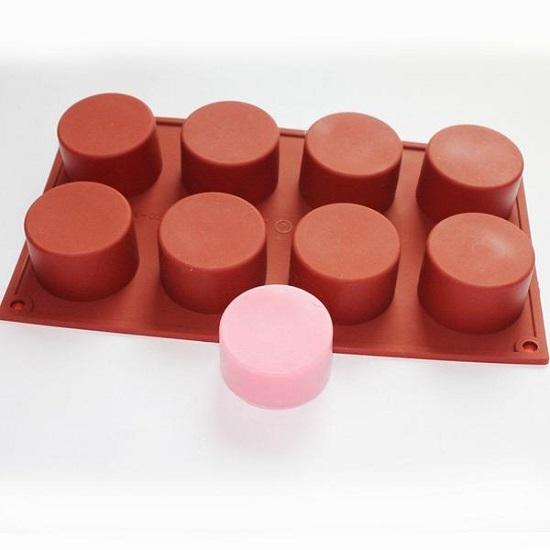 Она всего лишь перевернула формочки для кексов другой стороной… Этот блестящий план поразит тебя!