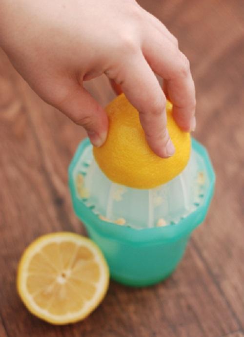 Она засунула лимонную корочку в носок… Когда я узнала, зачем ей это, была в восторге!