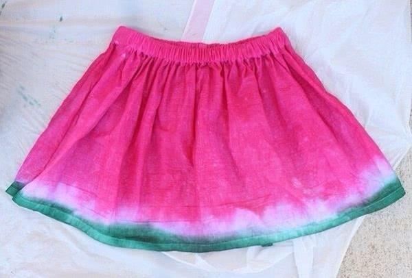 Отличная идея для дочки: милая юбка с арбузным рисунком.