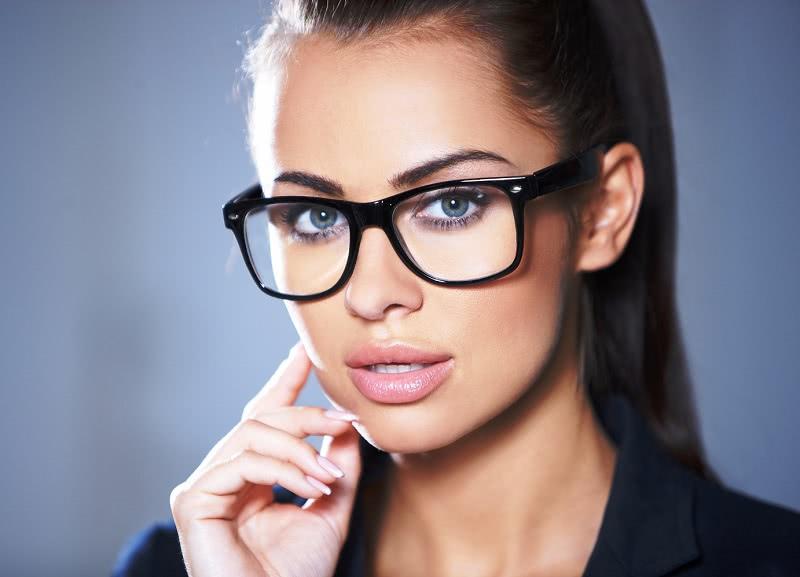 Пока сидела в очереди к очередному невропатологу, одна женщина посоветовала сходить к окулисту. Оказалось, это глазное давление…