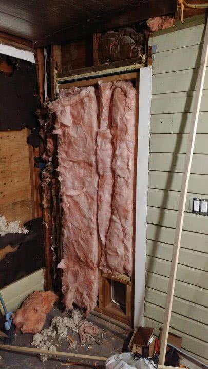 Стены утеплены, плитка уложена, техника установлена… Только взгляни на эту немыслимую трансформацию старой веранды!