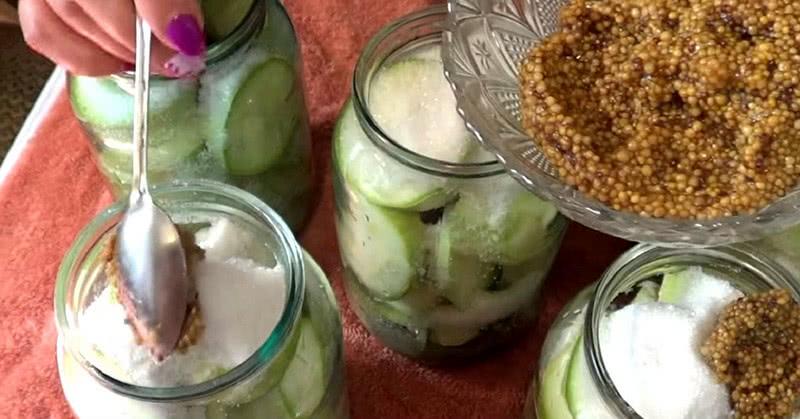 Свекровь с азартом консервирует кисло-сладкие кабачки: теперь только их на зиму и делаем