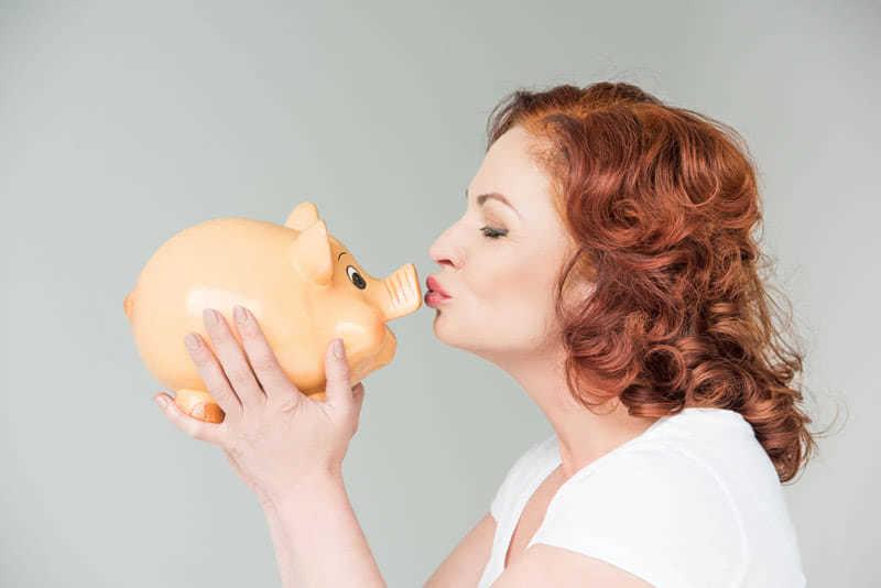 Всё дело в привычке: заставила себя откладывать немного с каждой зарплаты и в конце года собрала тысячу долларов!