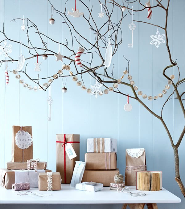 Все друзья удивляются, как ей удается создать новогоднее настроение даже в слякоть и в отсутствие снега за окном. Весь секрет в…