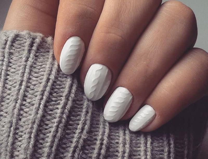 Вязаные ногти — настоящий хит этой зимы! Стильный маникюр для любителей теплых свитеров.