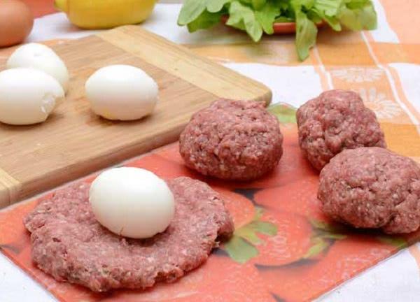 Яйца по-шотландски: легендарная закуска, которую хочется попробовать без промедления.