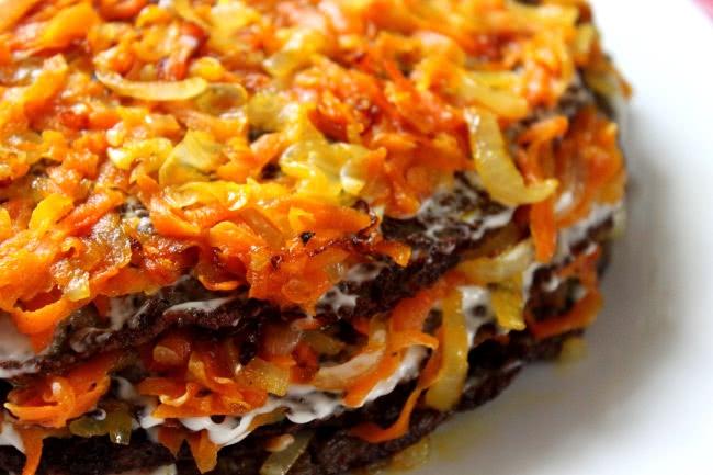 Закуски высшего уровня: 3 варианта, как приготовить несладкие торты.