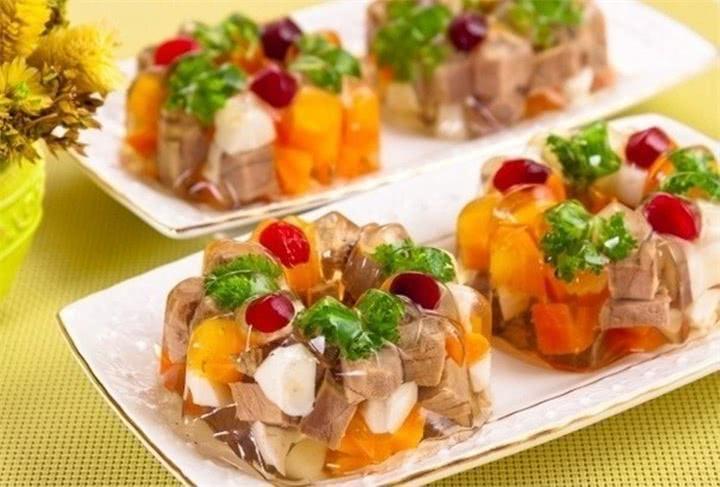 Заливное мясо — холодная закуска, которая идеально подойдет для праздничного стола!