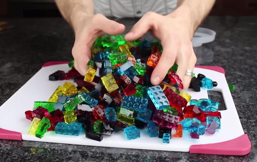 Желейные конфеты в форме LEGO: самая нескучная сладость на свете. Дети оценят!