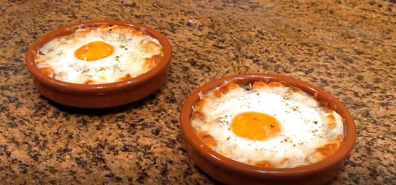 Знаменитый рецепт яиц по-наполеоновски! Очень нежное блюдо.